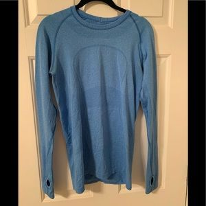 Lululemon work out long sleeve top size 8